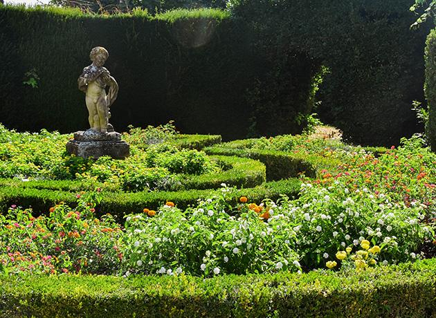 Labyrinthe et statue